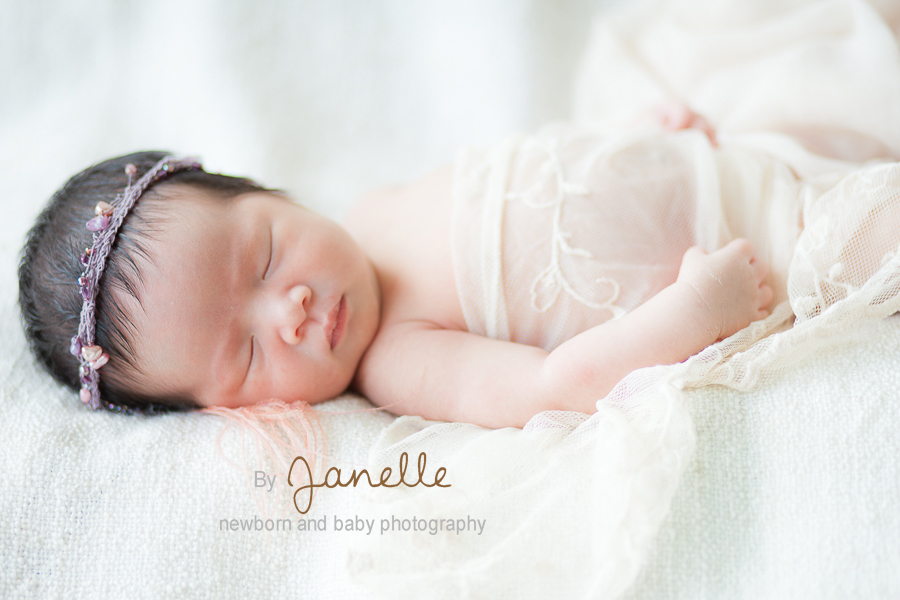 I used the necklace from the mom as her headband hong kong newborn photography